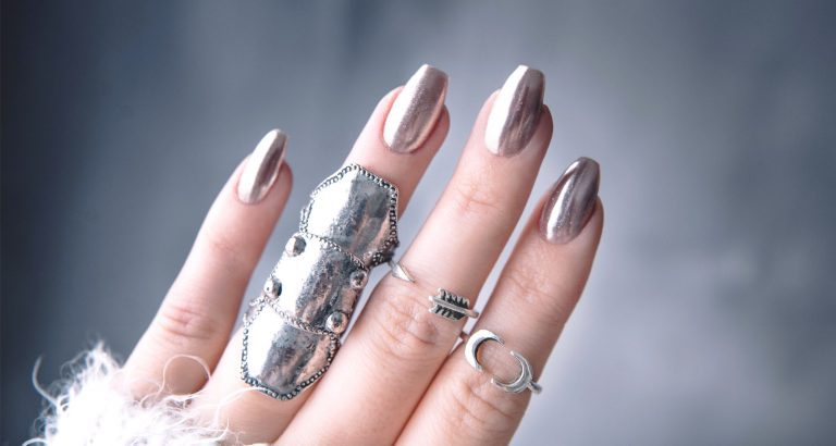 Chrome nails: How to do it at home – in 6 easy steps!